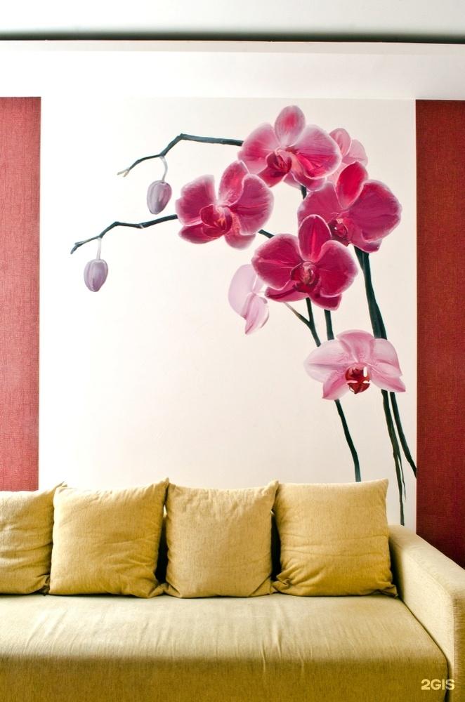 Орхидея рисованная на стене