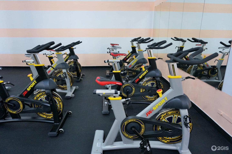 Провожу индивидуальные тренировки у себя в спортзале.