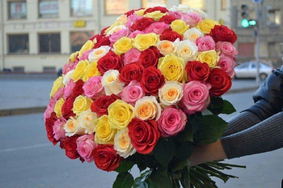 яркий букет из роз фото