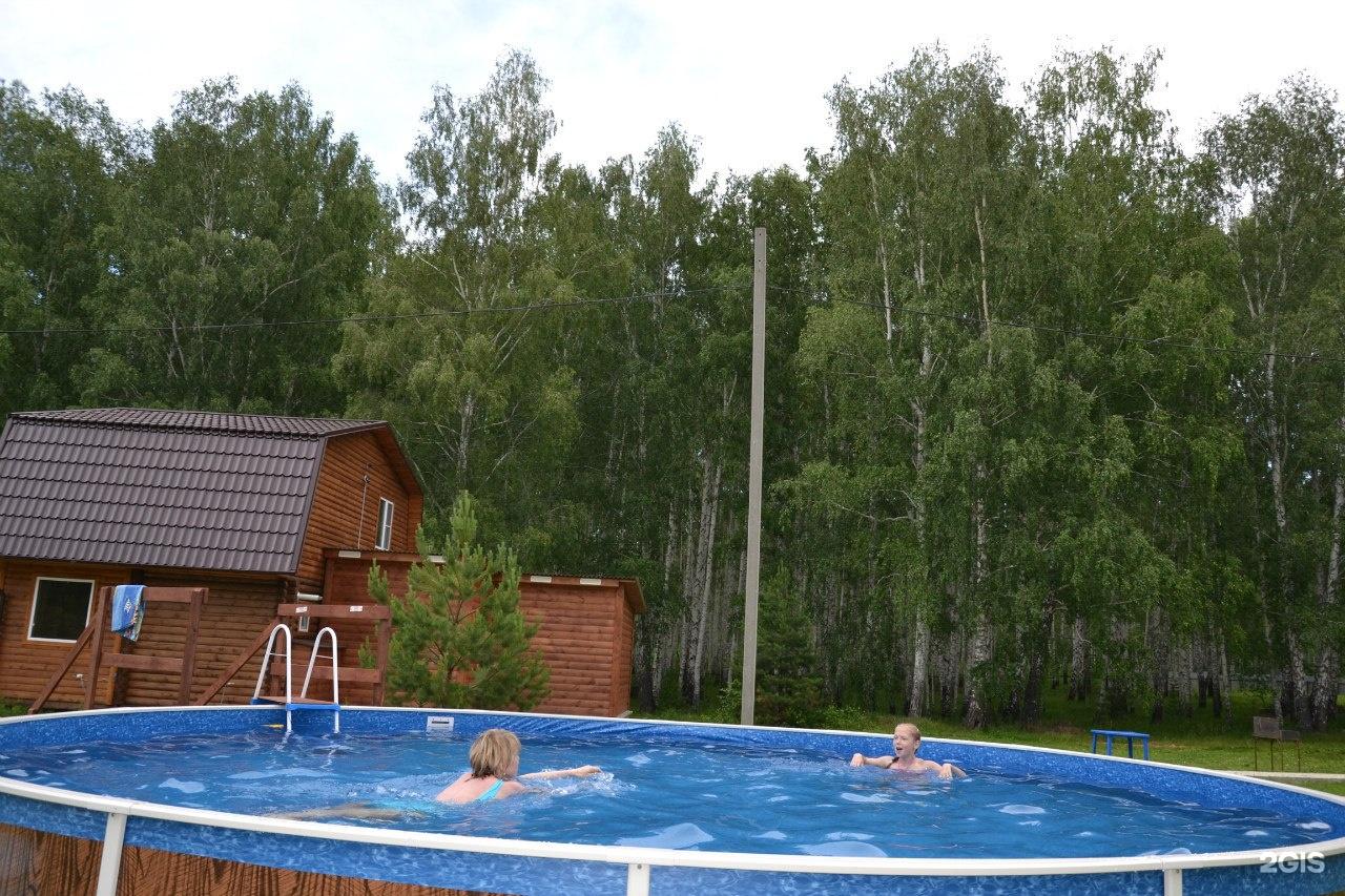 увильды бассейн под небом фото окрашена синий