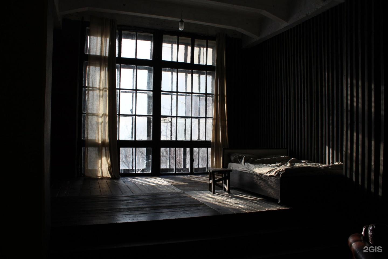 Фотостудия окна в пол