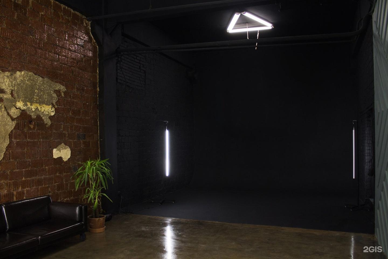 ближнем фотостудия светящийся пол черная кофта