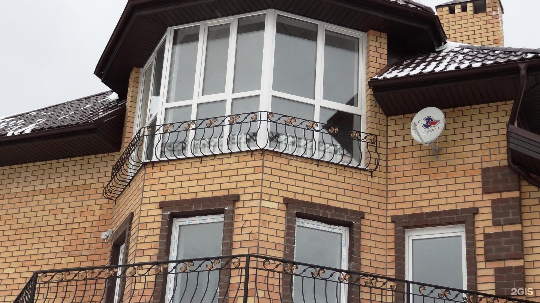 Особенности остекления коттеджных балконов